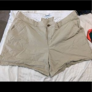 Old navy khaki shorts  16